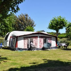 emplacement nu 10 amperes camping raguenes plage